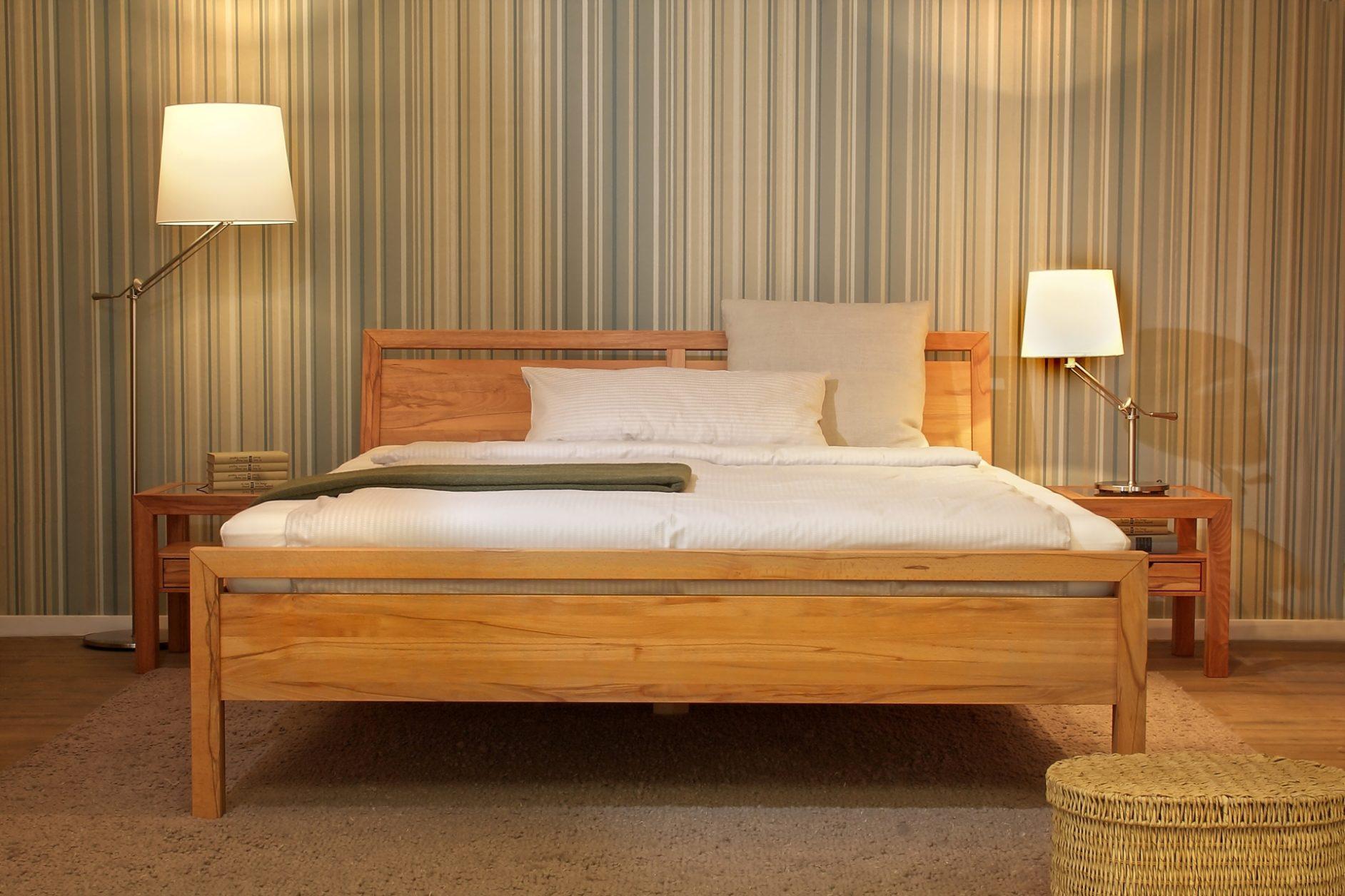 Schlafzimmer Lucca, Bett in Kernbuche