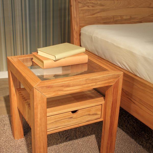 Schlafzimmer Lucca, Nachtkästchen in Kernbuche