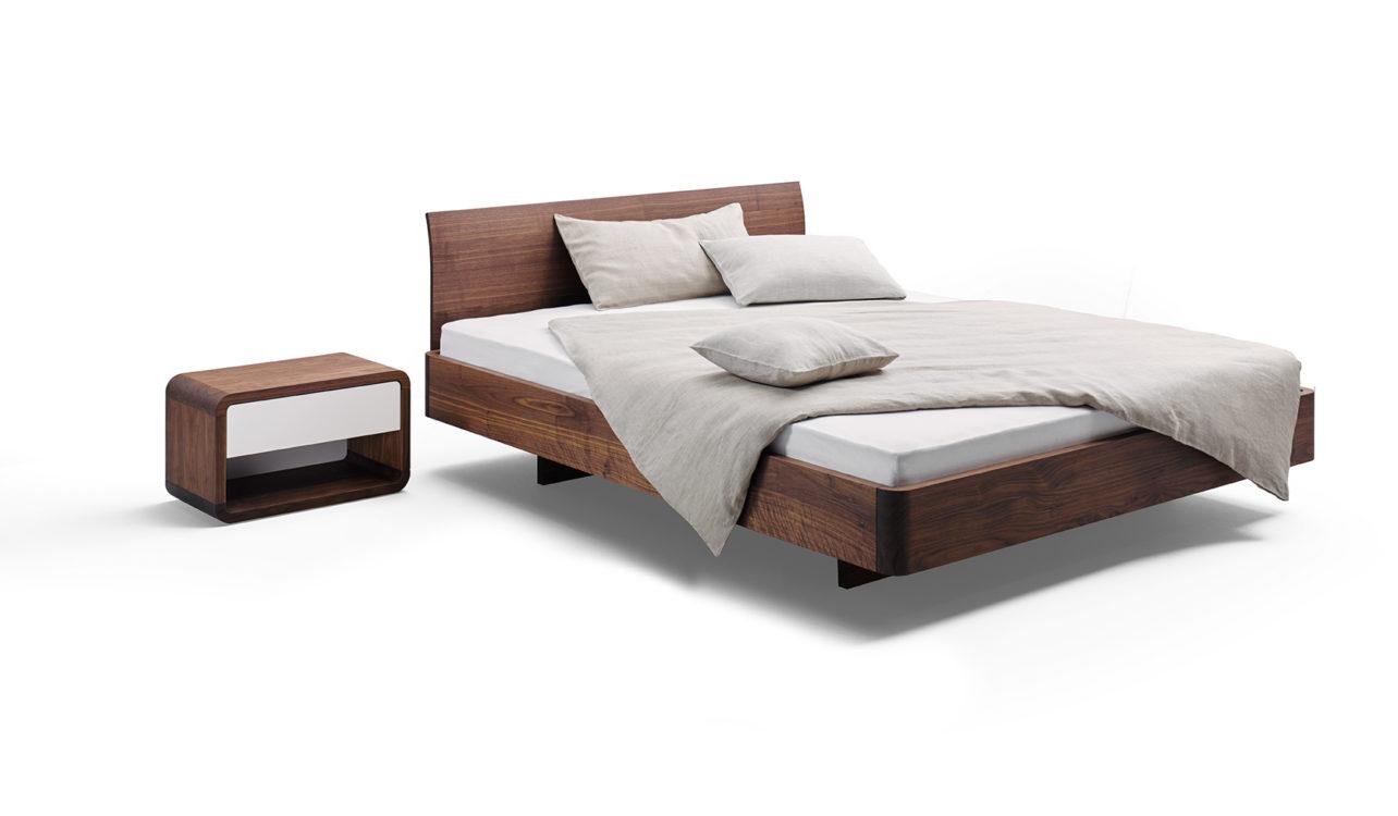 Comci Bett und Nachttisch in Nussbaum