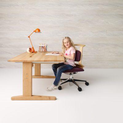 Schreibtisch und Stuhl in der untersten Position