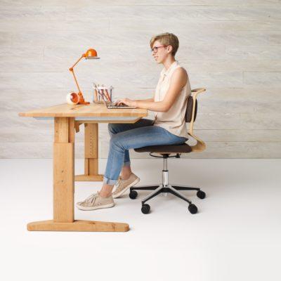 Schreibtisch in der oberen Position