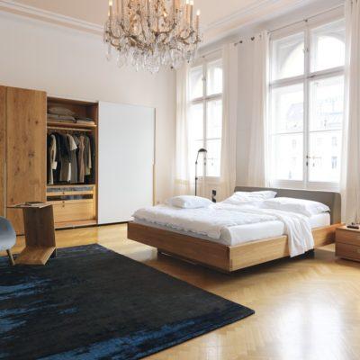 Nox Bett mit Polsterhaupt, Schwebetürenschrank und Nachttisch