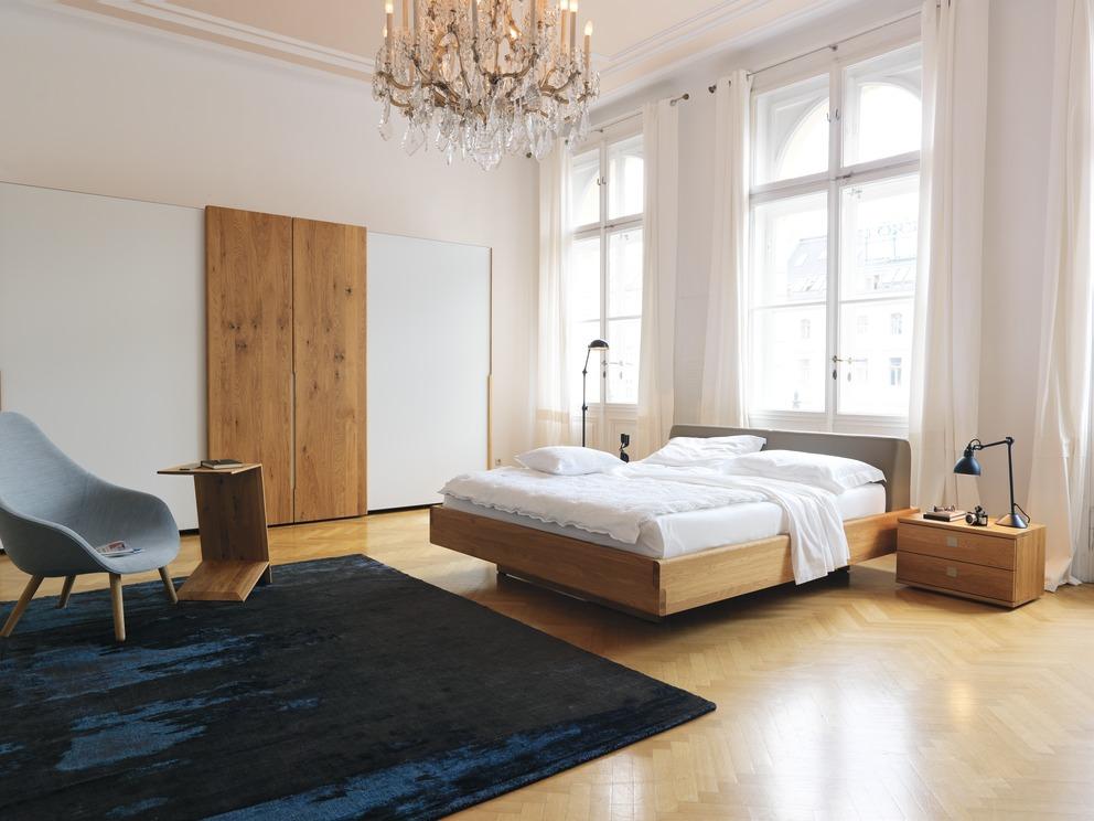 Nox Bett, Schwebetürenschrank und Nachttisch