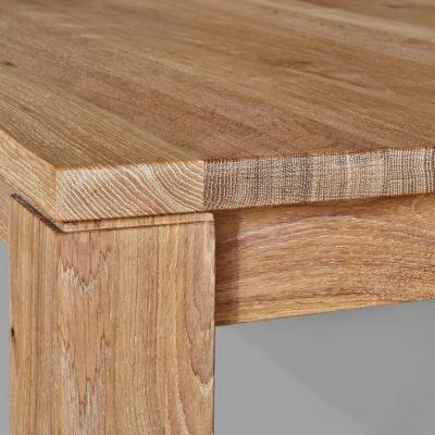 Living Tischplatte und Fuß im Detail