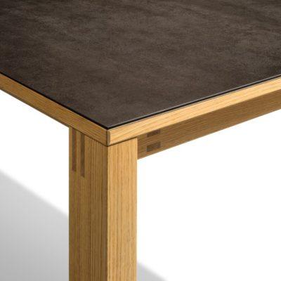 Magnum Tisch mit Keramikplatte Detail