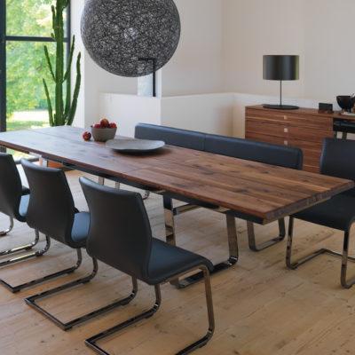 schräge Draufsicht augezogener Tisch Nox Nussbaum